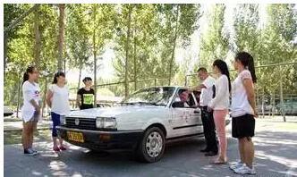 教练教学员学车